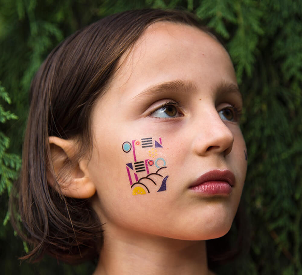 custom temporary tattoo for university of washington on girl's cheek